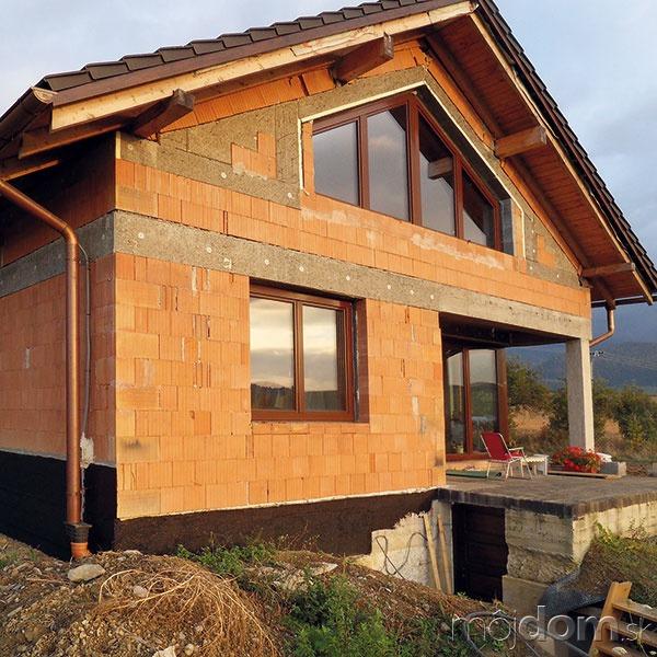 Svýstavbou domu sa začalo