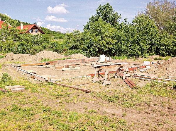 Začiatky výstavby základov domu