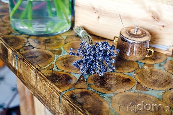Štýlový drevený bar zaujme