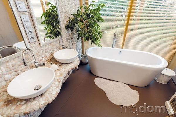 Hlavnej kúpeľni vyčlenili pomerne
