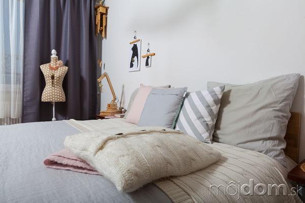 Nápaditá spálňa, ktorá ladí