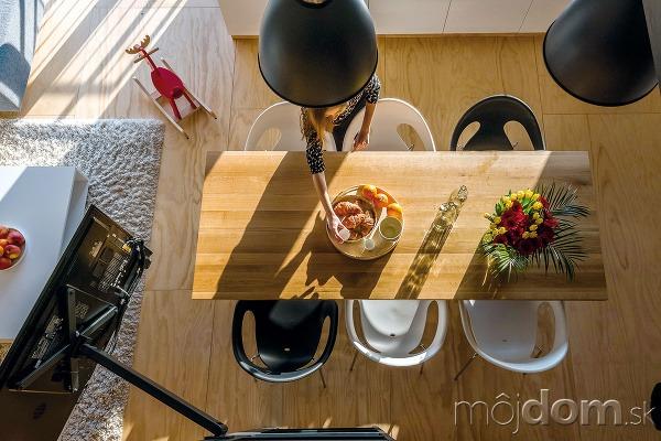Kuchynský stôl zmasívneho dreva