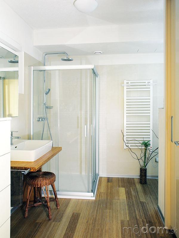 Kúpeľňa vychádza zrovnakého štýlu
