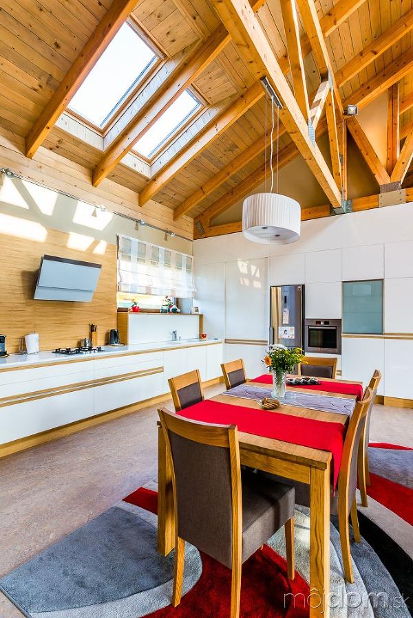 Presvetlený bungalov s hravým