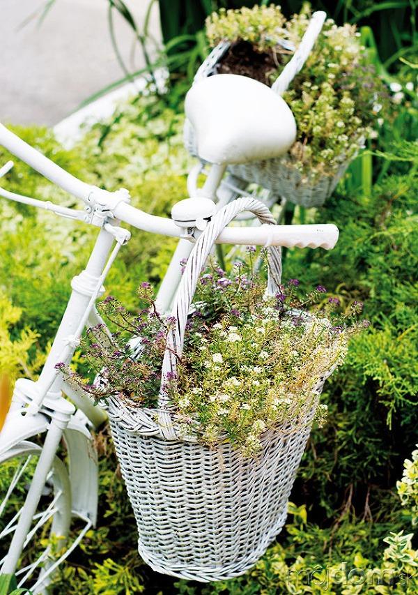 Starý bicykel. Prestriekajte ho