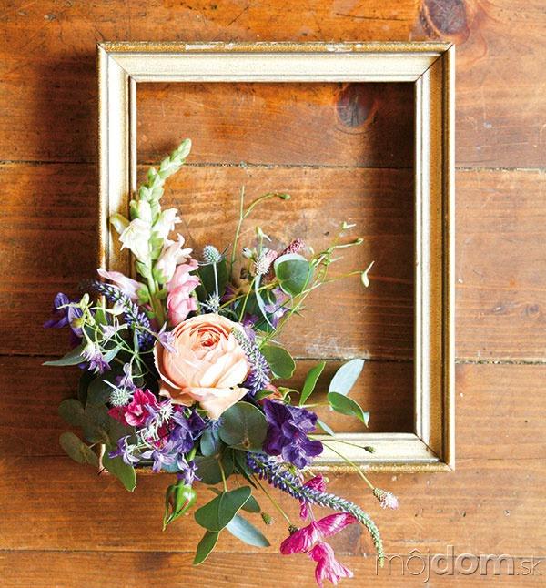 Štýlový kvetinový rámik spestrí