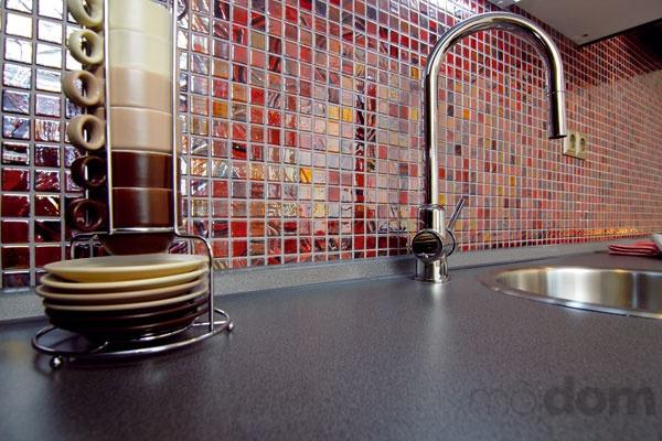 Sklenená mozaika vkuchyni farebne