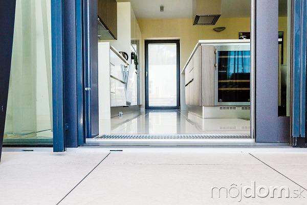 Kvýhodám drevohliníkových zdvihovo-posuvných dverí