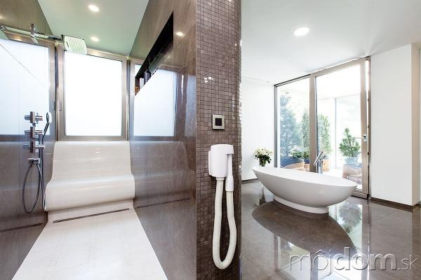 Kúpeľňa en suite sveľkorysými
