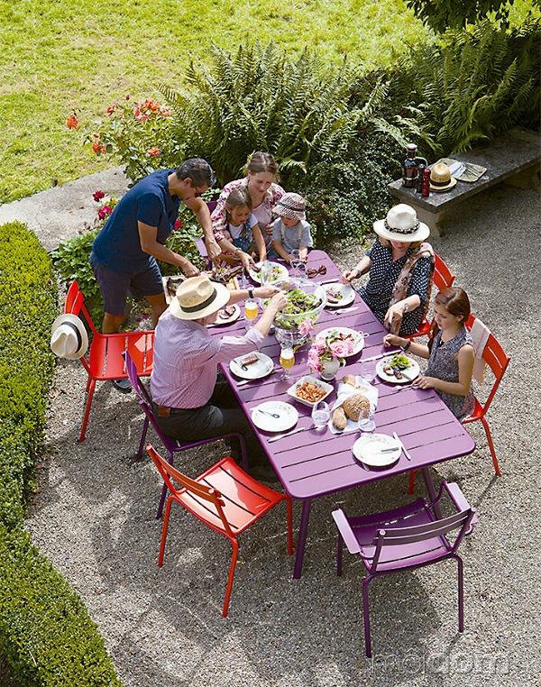 Letné osvieženie. Záhradný nábytok