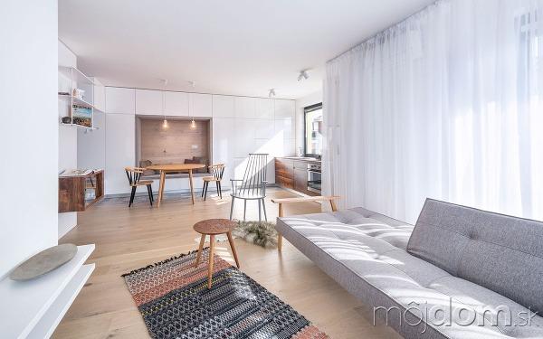 9d0d8dba714d Trojizbový byt s tradičnými prvkami škandinávskeho dizajnu vyniká v ...
