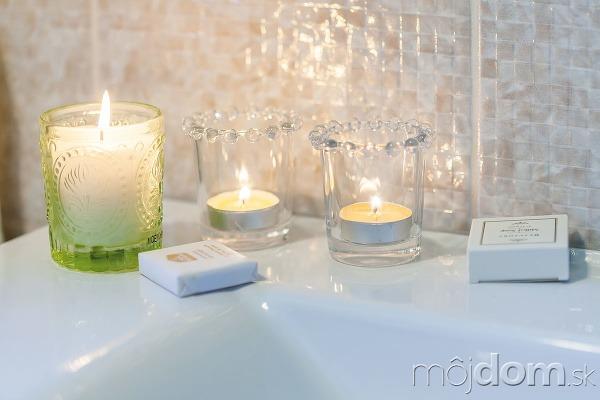 Zelená sviečka F&F Home,