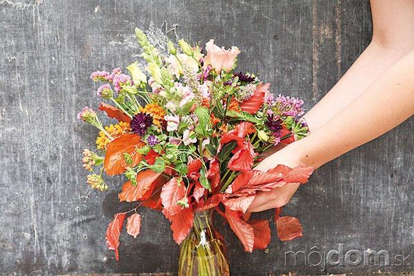Kyticu umiestnite do vázy