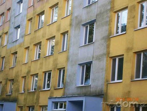 Pohľad na fasádu zatepleného