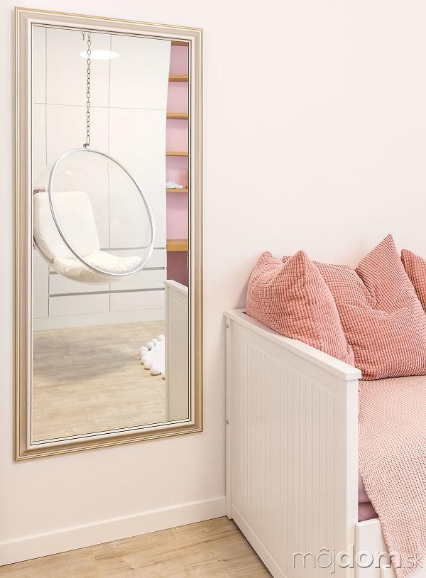 Vstavaný nábytok, navrhnutý avyrobený