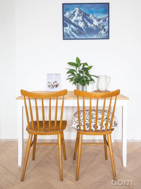 Stoličky, ktoré venovali Tinke