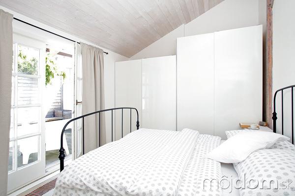 Biele zariadenie spálne priestor