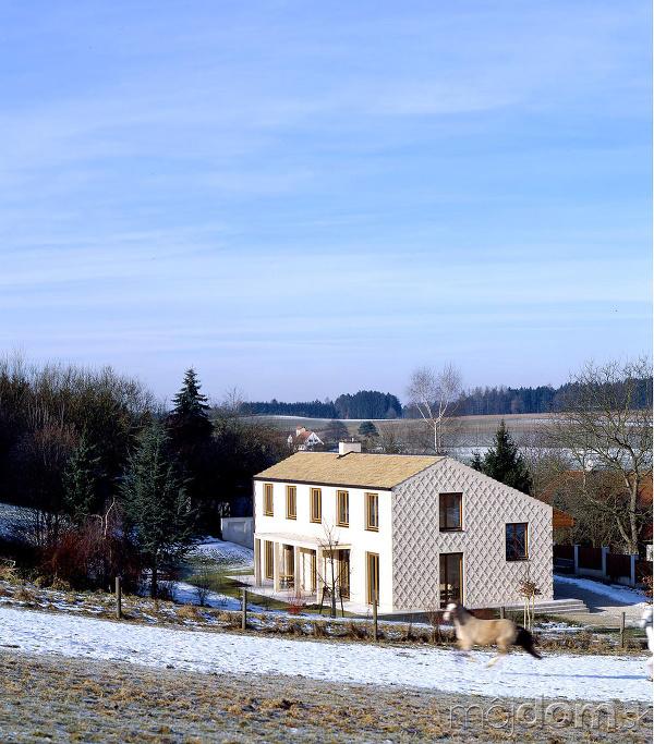 Rodinný dom s fasádou,