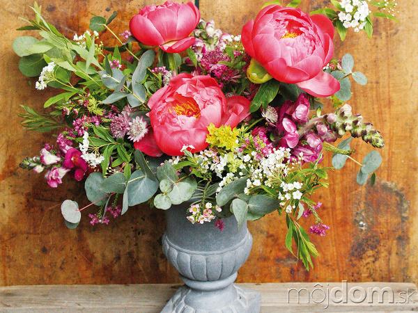 Romantická kytica z pivoniek