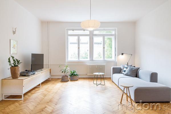 Obývacia izba je riešená