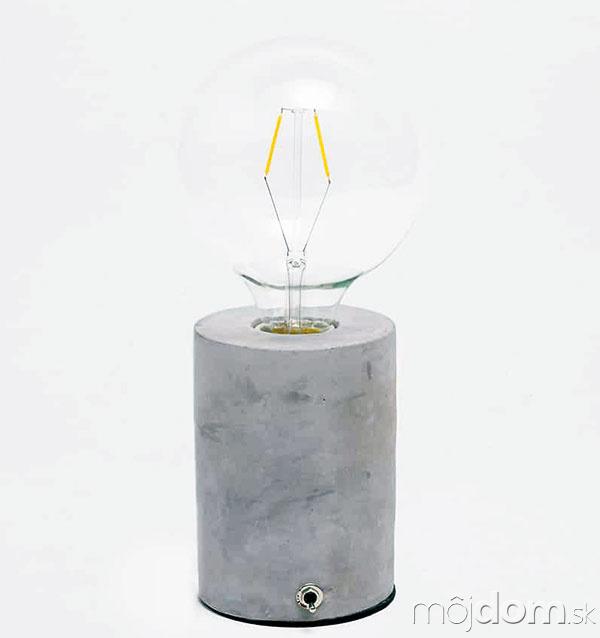 Lampa s cementovým podstavcom,