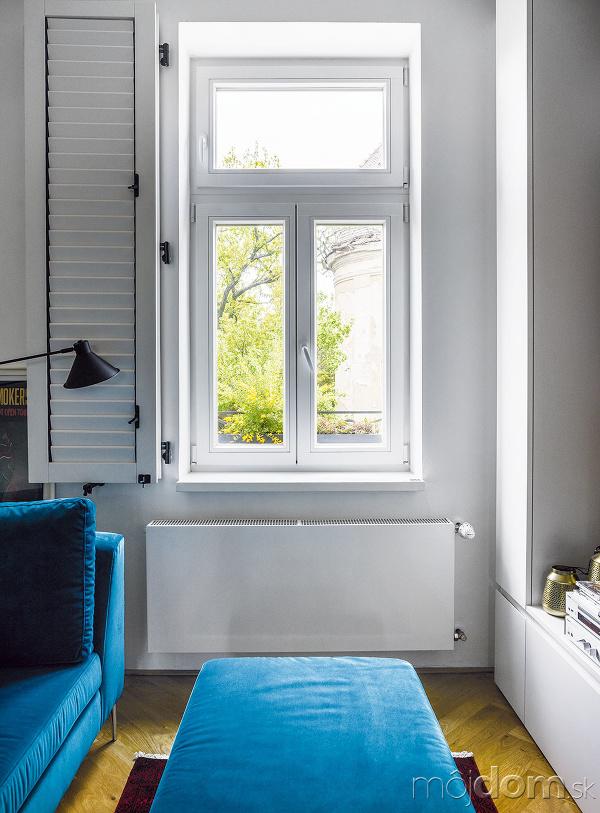 Novými drevenými oknami so
