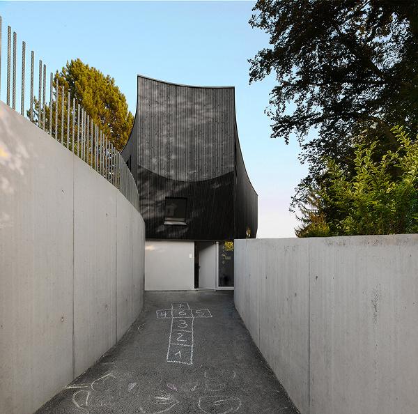 Švajčiarsky dom s ladnými