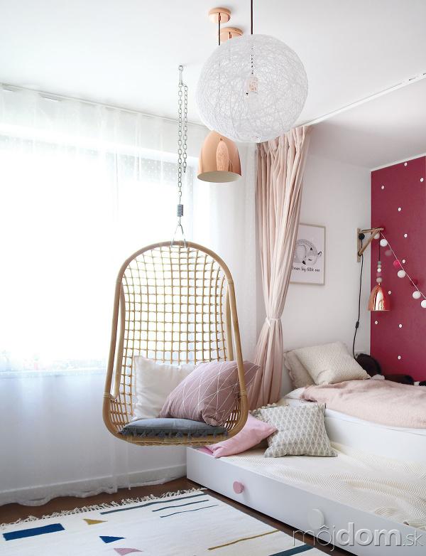 Vdievčenskej izbe dopĺňa biely