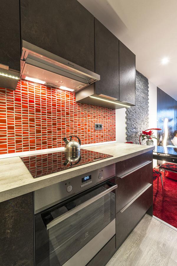 Kuchyňu spája s obývačkou