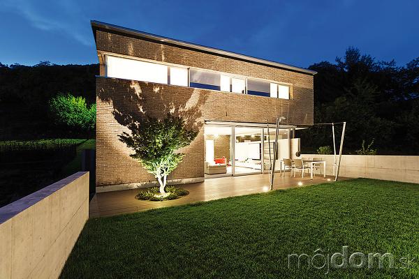 Tvarom domu dokážete ovplyvniť