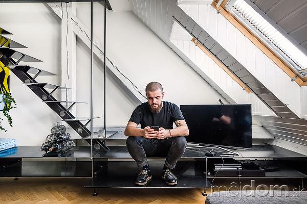 Oceľové schodisko je súčasťou