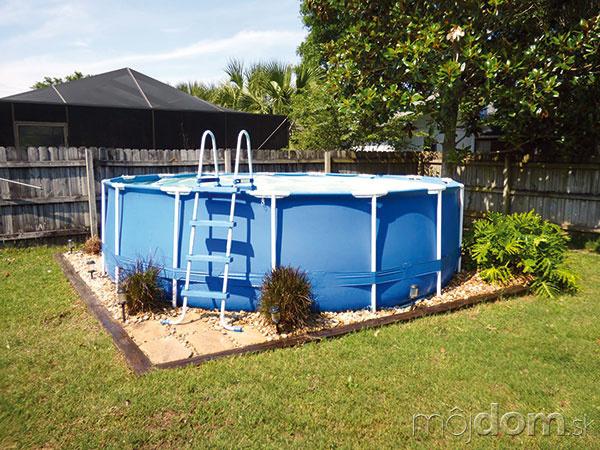 Vnadzemnom bazéne srámovou konštrukciou