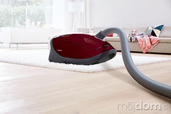 Podlahový vysávač Miele Complete
