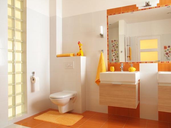Oranžová kúpeľňa