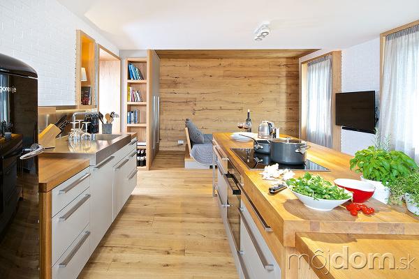 Kuchyňa v centre diania: