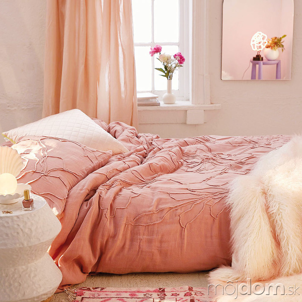 romantická posteľ