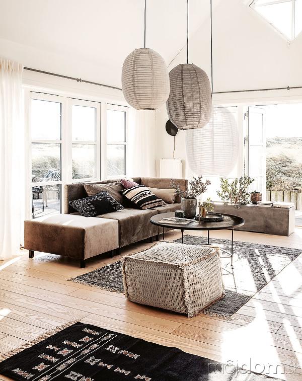 veľká obývačka s kobercom