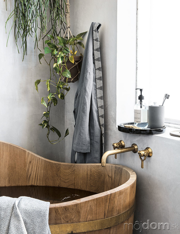 drevená kaďa na kúpanie