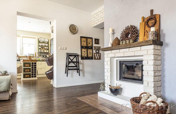 Obývačka akuchyňa sú samostatné