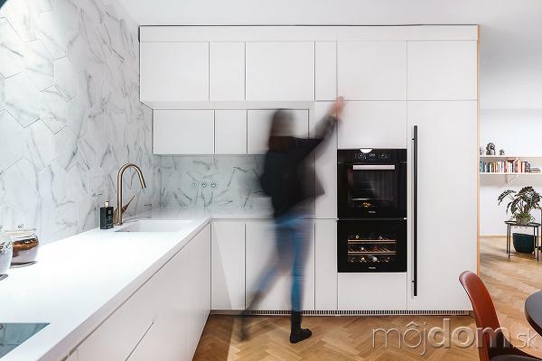 Za kuchynskou linkou má