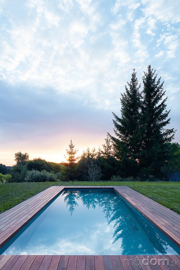 bazén pri dome
