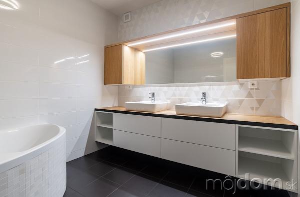 kúpeľňa, na ktorej nás