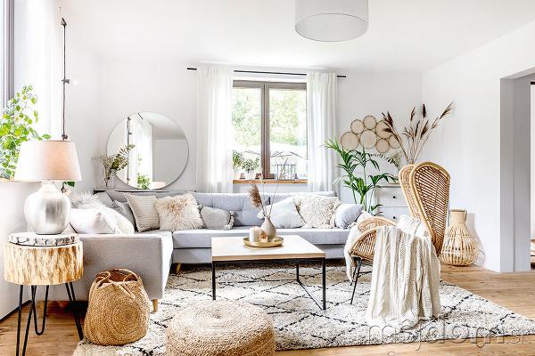 svetlá obývačka spohovkou vo