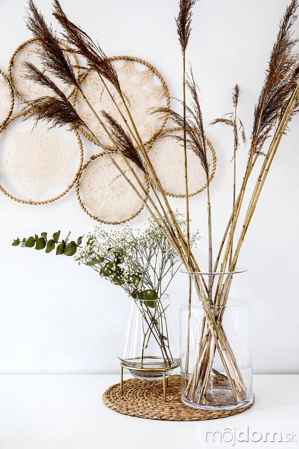 Číre sklenené vázy na