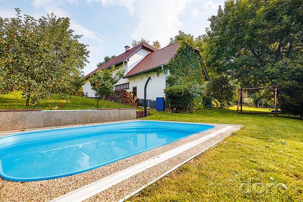 Vidiecky dom s bazénom