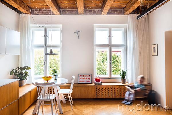 drevený strop v obývačke