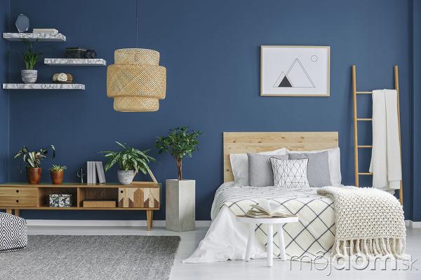 námornícka modrá v interiéri