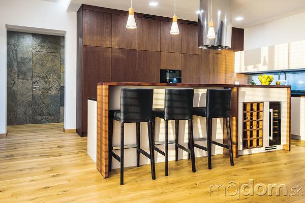 otvorený priestor s kuchyňou