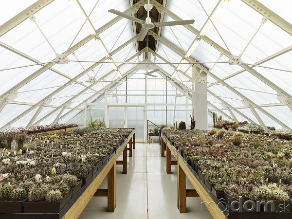 Veľký skleník pre pestovanie