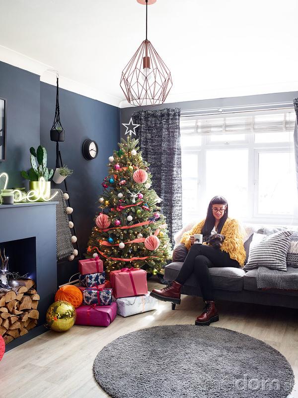 sivé steny a vianočný
